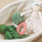 Poupée à noeud, pompon,…ou les jouets de mes enfants.